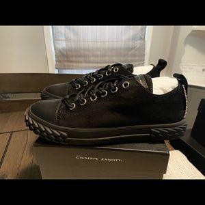 NEW Giuseppe Zanotti Suede Blabber Sneakers